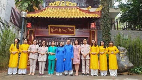 TS.BS CKII Nguyễn Thị Vân Anh cùng đội ngũ y bác sĩ tại Nhất Nam Y Viện.